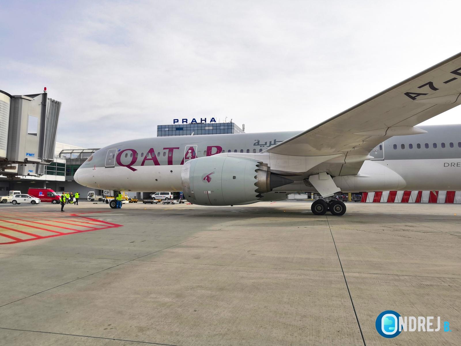 Qatar Airways na letišti v Praze