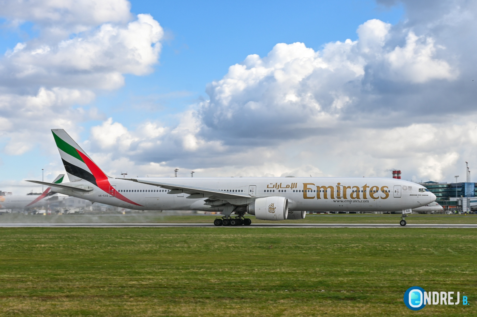 Emirates - Boeing 777 (A6-EGD)
