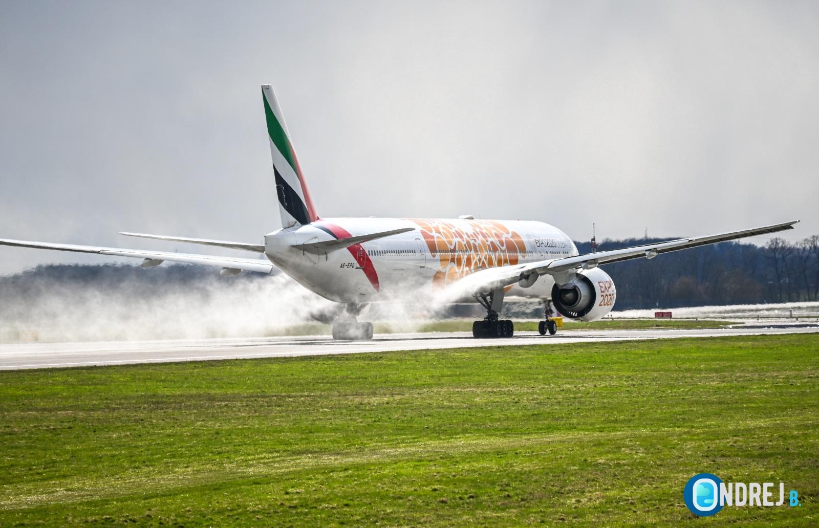 Emirates - Boeing 777 (A6-EPO)1