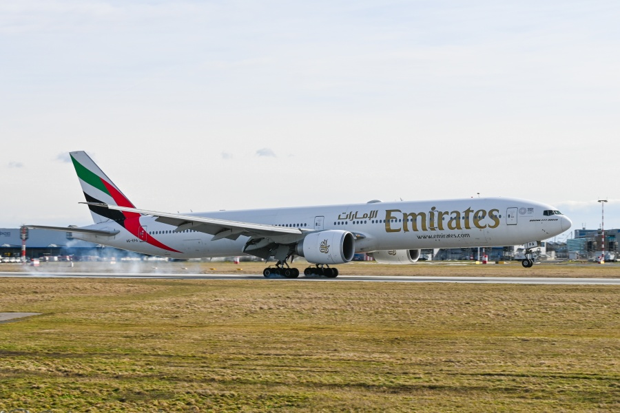 Emirates - Boeing 777 (A6-EPO)2