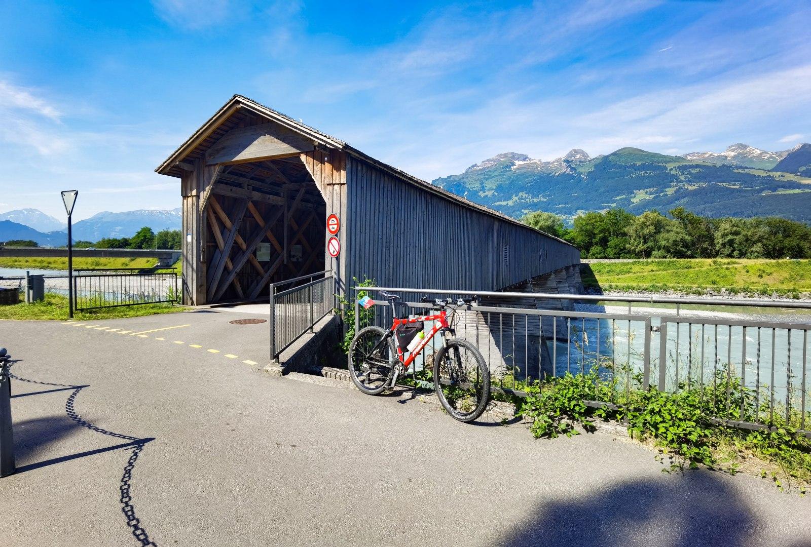 Starý most přes Rýn ve Vaduzu