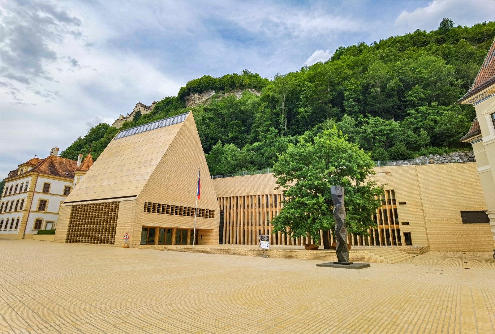 Lichtenštejnský parlament ve Vaduzu