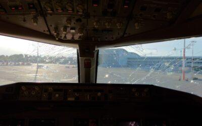 Boeing 777 společnosti Emirates byl poškozen při průletu bouří