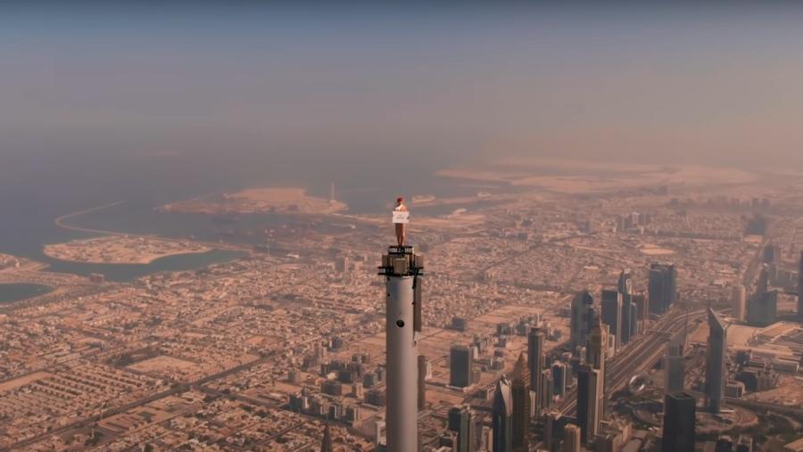 Bláznivá reklama Emirates – Letuška stála na vrcholu Burdž Chalífi