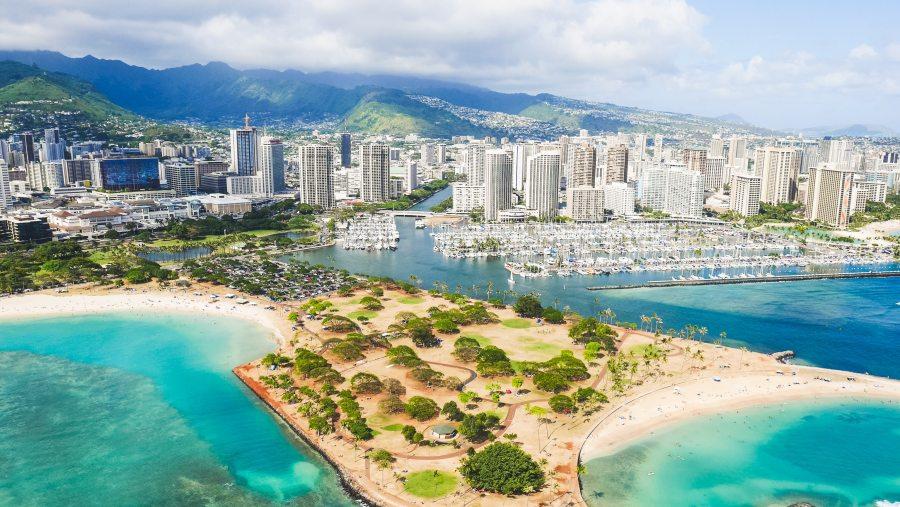 """Cestující na Havaj byla zatčena za falešný certifikát s vakcínou """"Maderna"""""""